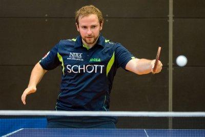 Mark Simpson gewann beide Einzel und sein Doppel!