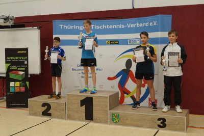 Elias Vilser ganz oben auf dem Podium (Quelle: TTTV)
